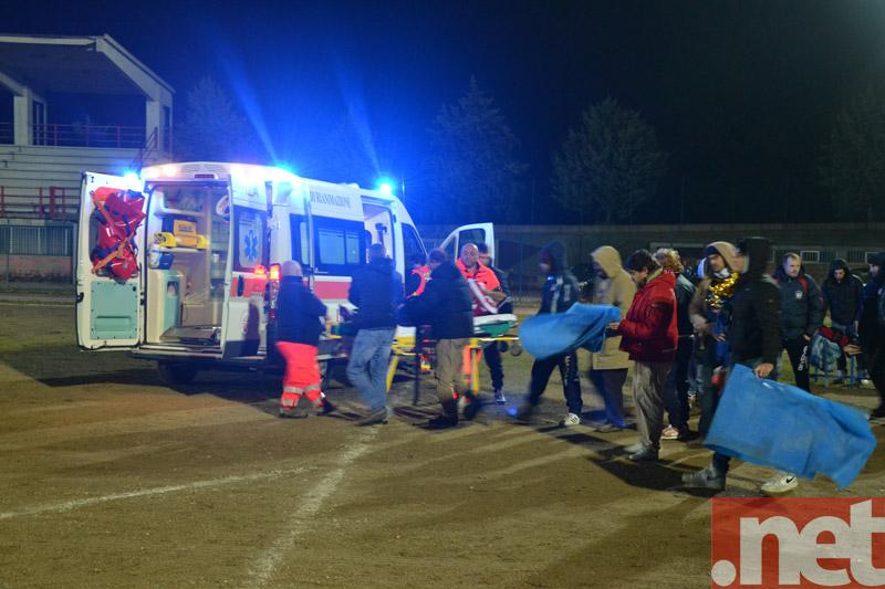 Delle Donne viene caricato in ambulanza
