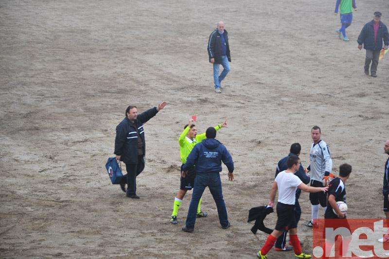 L'arbitro espelle il portiere del Fresa Calcio