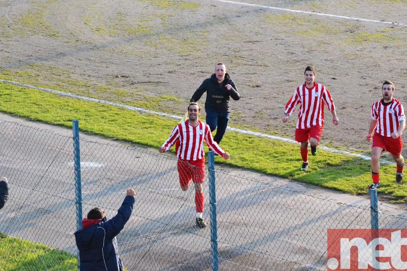 Delle Donne (Fresa) esulta per il gol partita