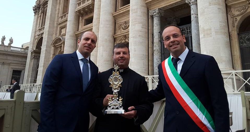 Silvio Bellano, Don Angelo Di Prinzio e il sindaco Angelo Marchione (foto tratta dal profilo Facebook di Silvio Bellano)
